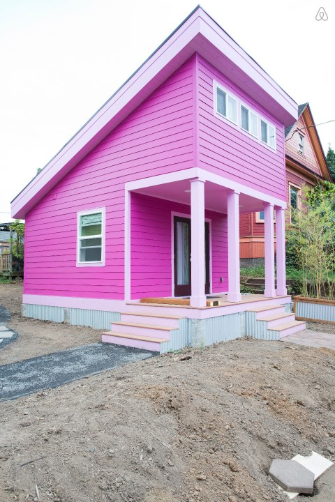 pink-tiny-home-in-portland-2-thf