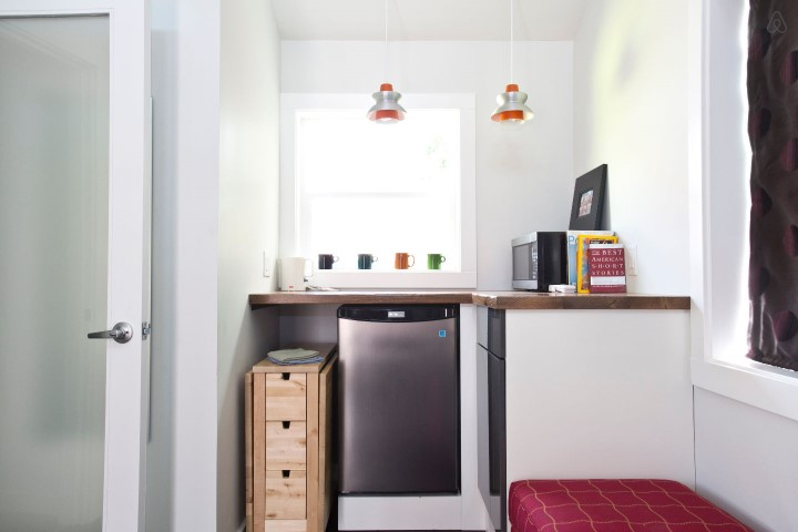 pink-tiny-home-in-portland-4-thf