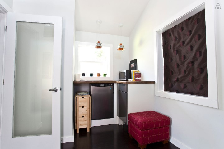 pink-tiny-home-in-portland-5-thf