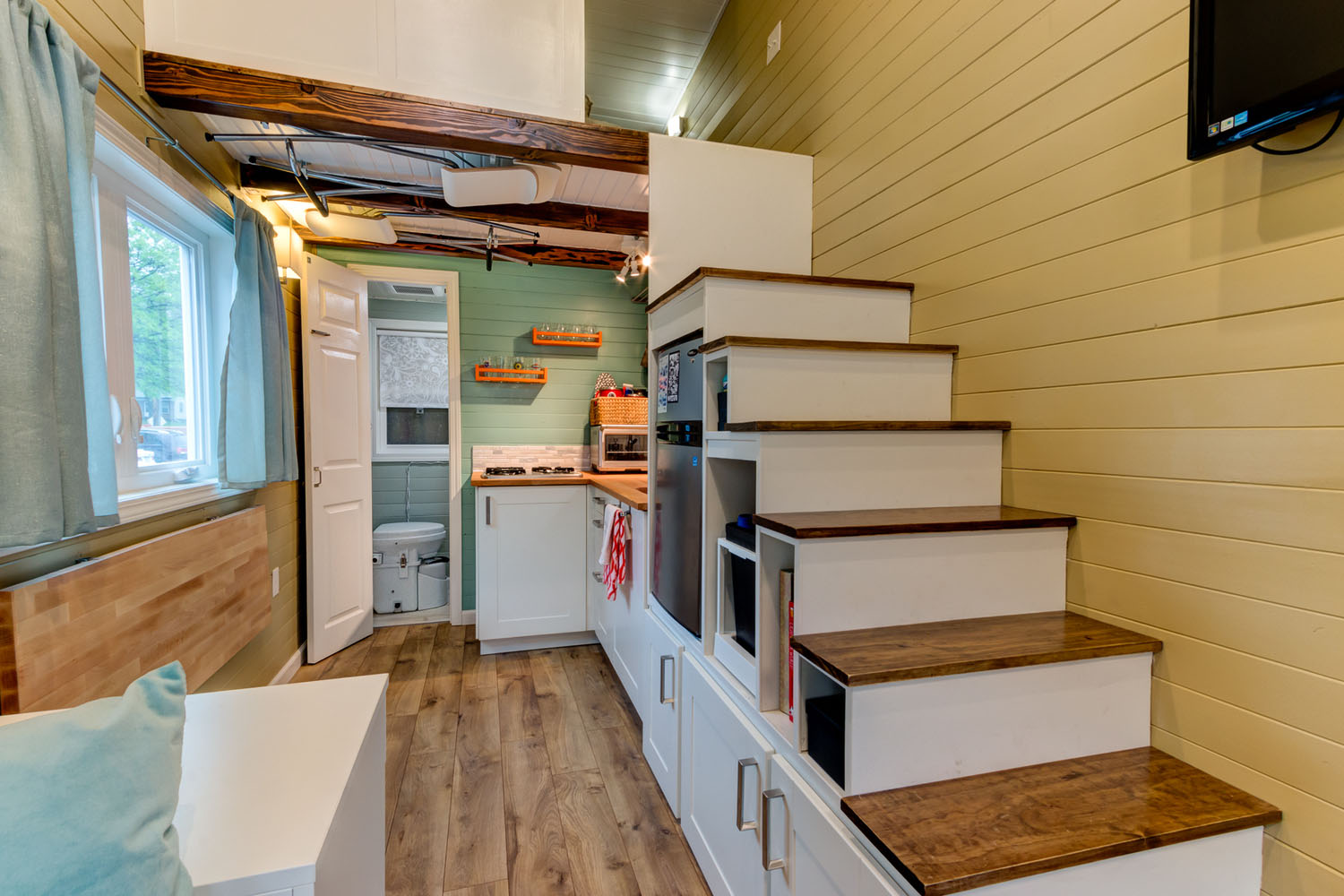 Wanderlust tiny house tiny house france for Tiny house interieur