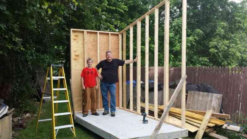 A 13 ans il construit sa propre tiny house