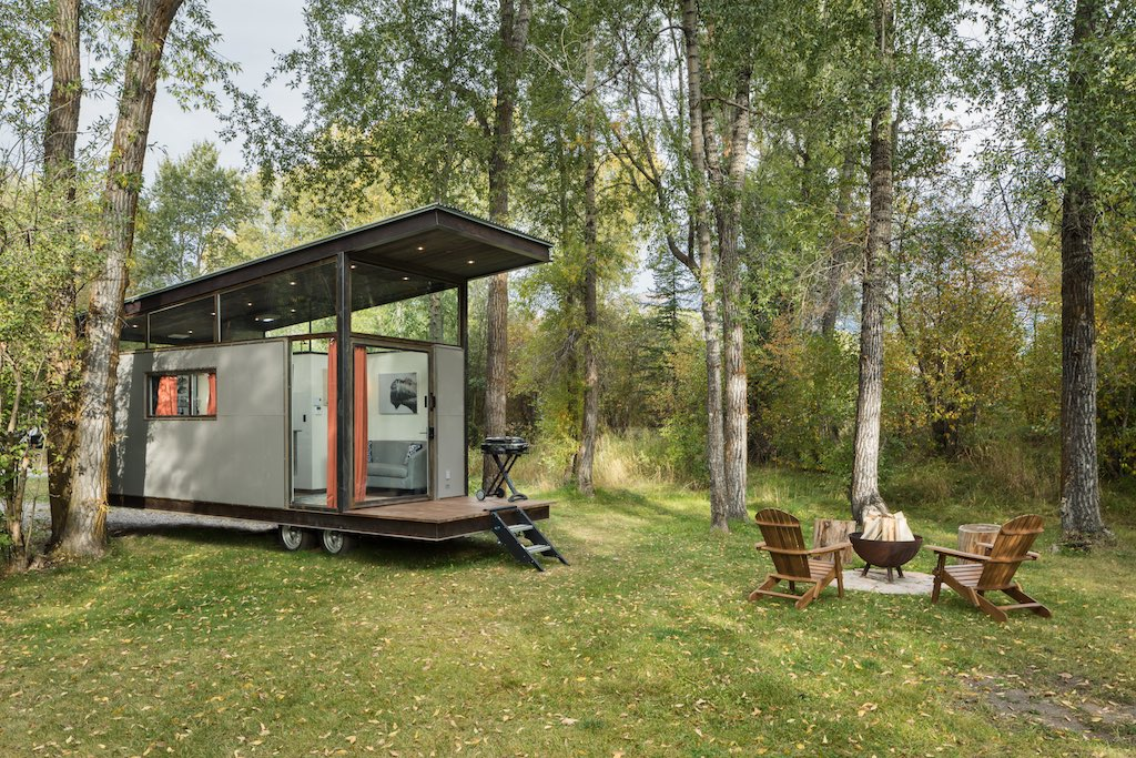 roadhaus tiny house france. Black Bedroom Furniture Sets. Home Design Ideas