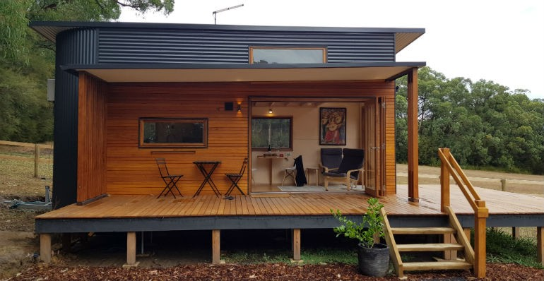 la tiny house sur roues de ric butler tiny house france. Black Bedroom Furniture Sets. Home Design Ideas