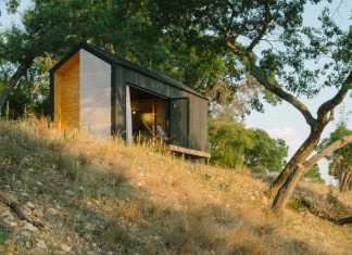 Elsewhere Cabin exterieur