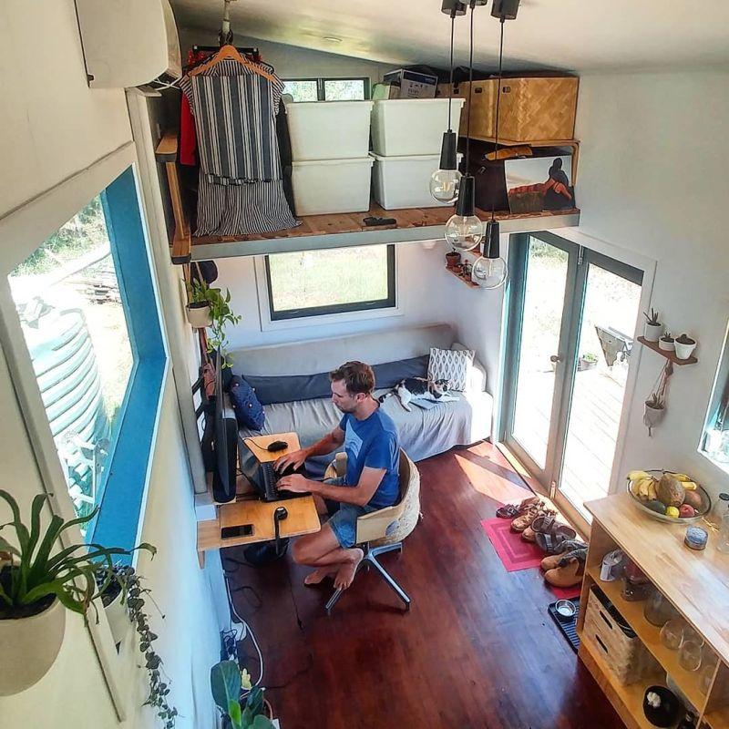 Ce couple a construit une tiny house sur roues autonome