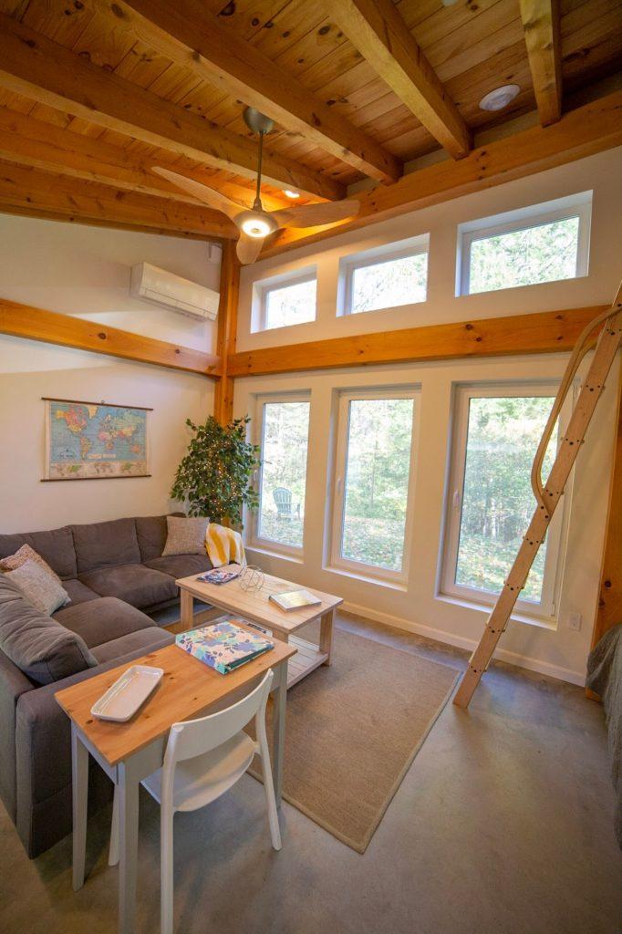 Honeycrisp Cottage baie vitree salon
