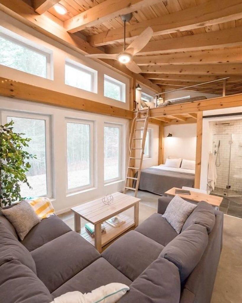 Honeycrisp Cottage salon